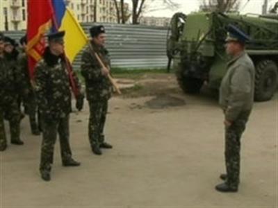 Cuộc đối đầu nghẹt thở ở căn cứ quân sự Ukraine