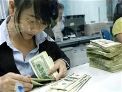 Vietcombank tiếp tục nâng giá bán lên 21.140 đồng/USD