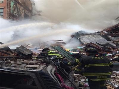 Vụ nổ lớn đánh sập tòa nhà ở New York