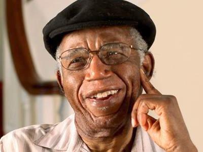 1 năm ngày mất của Chinua Achebe - nhà văn có ảnh hưởng nhất châu Phi