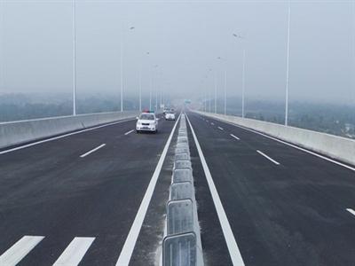 Cao tốc TP HCM - Long Thành bị lún