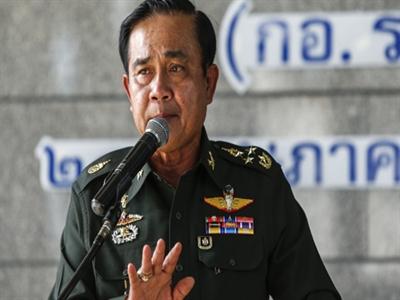 Tư lệnh quân đội Thái: 'Xin lỗi nhé, tôi nắm quyền'