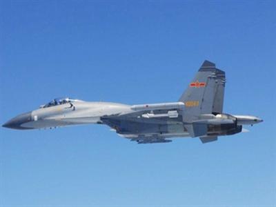 Tokyo tố Trung Quốc mang tên lửa tiến sát máy bay Nhật