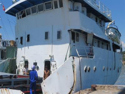 Trung Quốc bao vây khóa chặt tàu cá Việt Nam