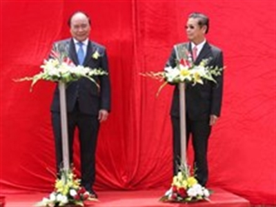 Việt Nam giúp Lào xây dựng hạ tầng giao thông