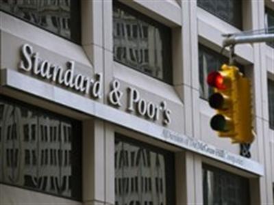 Standard & Poor nâng mức xếp hạng tín dụng của Ukraine