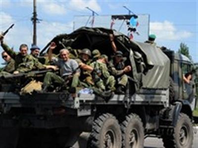 Người dân khu vực miền Đông Ukraine đổ xô đi lánh nạn