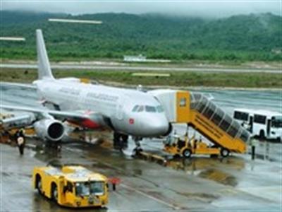 Hàng không hủy, chỉnh giờ bay nhiều chuyến vì bão Rammasun