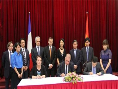 Pháp hỗ trợ Việt Nam phát triển các dự án đối tác công tư