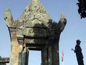 Campuchia đề nghị Indonesia hối thúc Thái Lan rút quân