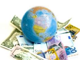 Euro xuống gần thấp nhất 3 tuần so với yên, USD