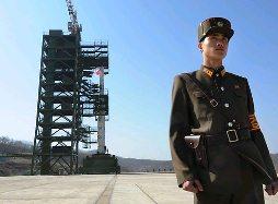 Tên lửa Triều Tiên đã được đặt lên tháp phóng