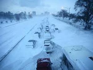 Thành phố bang Alaska bị vùi trong tuyết dày 3,4m