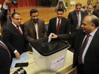 Ai Cập đình chỉ Hội đồng Lập hiến