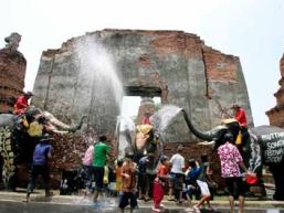 Thái Lan tưng bừng lễ hội té nước