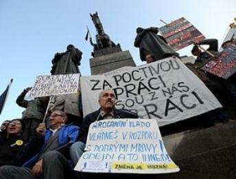 Người dân Séc tuần hành phản đối chính phủ