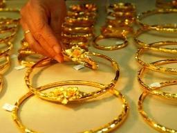 Giá vàng giảm sau khi lên 43 triệu đồng/lượng