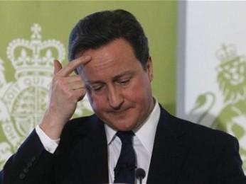 Thủ tướng Cameron đối mặt với khủng hoảng lòng tin khi Anh trở lại suy thoái