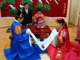 Hàn Quốc với phong tục cưới xin đắt đỏ