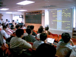 Cổ phiếu khoáng sản bị bán mạnh, VN-Index còn tăng 0,3%