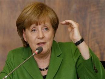 Bà Merkel từ chối đàm phán lại hiệp ước tài chính EU