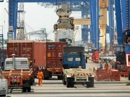 Financial Times: Việt Nam là điểm đầu tư tốt hơn Trung Quốc