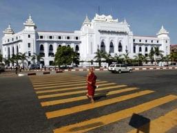Myanmar mở cửa với ngân hàng nước ngoài