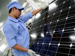 Mỹ áp thuế 250% đối với pin mặt trời Trung Quốc