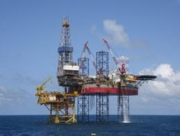 Giá dầu giảm hơn 3% xuống thấp nhất 6 tháng
