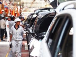 Sản xuất tháng 5 của Trung Quốc giảm mạnh hơn dự báo