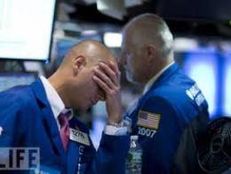 Tâm lý bán tháo khiến chứng khoán Mỹ giảm mạnh