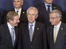 EU nới lỏng điều kiện cứu trợ Tây Ban Nha