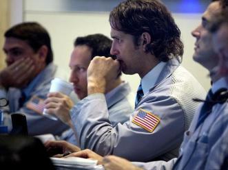 S&P 500 chốt phiên giảm điểm sau khi lên cao nhất 4 năm