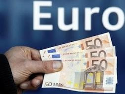 Euro tiếp tục thấp trước lo ngại sản xuất đình trệ ở châu Âu