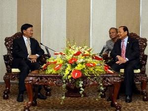 Phó Thủ tướng Lào thăm TPHCM