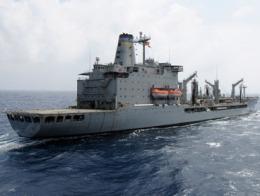 Tàu chiến Mỹ  nổ súng vào tàu dân sự ở vùng Vịnh