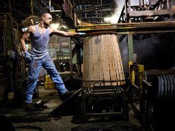 Sản lượng công nghiệp Mỹ tăng cao hơn dự đoán trong tháng 6