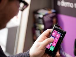 Doanh số smartphone Nokia giảm báo động