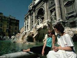 75 triệu đồng mỗi ngày được ném xuống đài phun nước ở Rome