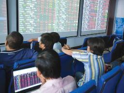 LGC giao dịch 20% số cổ phiếu lưu hành, nhóm chứng khoán tăng cuối phiên