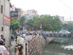 Hà Nội phân luồng giao thông để xây cầu Lạc Trung
