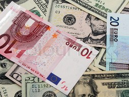 Euro tăng tuần đầu tiên với USD kể từ tháng 6