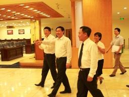 Bộ trưởng Vương Đình Huệ chỉ đạo HNX phát triển các sản phẩm ETF và phái sinh