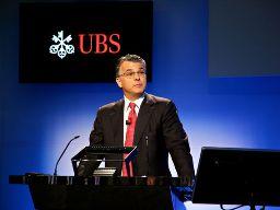 Lợi nhuận ròng UBS giảm hơn một nửa do đầu tư vào Facebook