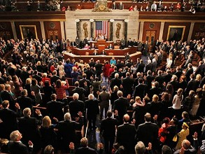 Hạ viện Mỹ thông qua lệnh trừng phạt mới nhằm vào ngành dầu, vận tải biển Iran