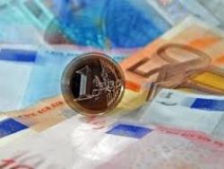 Euro duy trì thấp trước thềm cuộc họp ECB