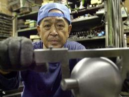 Hạ viện Nhật Bản thông qua nâng tuổi hưu lên 65