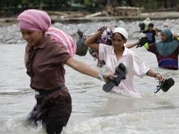 Thủ đô Philippines tê liệt do lũ lớn