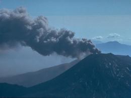 Núi lửa New Zealand phun trào dữ dội