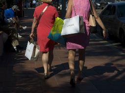 Doanh thu bán lẻ Mỹ tăng lần đầu tiên trong 4 tháng